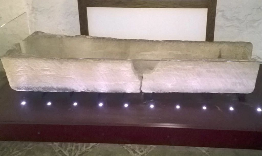 There's a Child in There! A Family Breaks an 800-Year-Old Coffin in a Failed Museum Photo Op